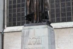 Brussel-Beeld-van-Kardinaal-Mercier-bij-St.-Michielskathedraal-1
