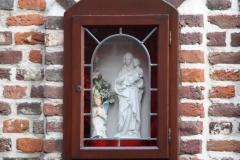 Maaseik-Mariabeeld-in-Lombaardsteeg