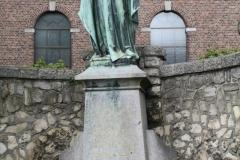 Voerendaal-H.Hartbeeld-bij-Sint-Laurentiuskerk-1