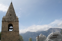 Alpe-dHuez-080-Kerkhof-en-kerk-in-berglandschap
