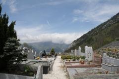 Alpe-dHuez-083-Kerkhof-in-berglandschap