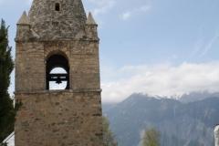 Alpe-dHuez-084-Eglise-Saint-Ferréol-d'Huez-en-kerkhof-in-berglandschap