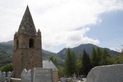 Alpe-dHuez-090-Eglise-Saint-Ferréol-d'Huez-en-kerkhof-in-berglandschap