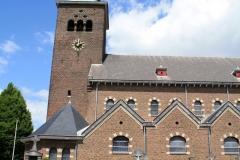 Hulsberg-Sint-Clemenskerk-met-kerkhof