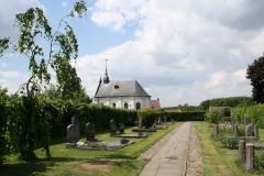 Urmond-Kloosterkerk-met-begraafplaats