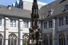 Aachen-Dom-Fontein-1