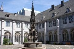 Aachen-Dom-Fontein-2