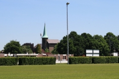 Genhout-Dorpsgezicht-met-St.-Hubertuskerk-vanaf-voetbalterrein