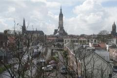Delft-Vergezicht-met-Oostpoort-Nieuwe-en-Oude-Kerk-1