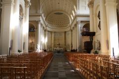 Sint-Jakobkerk-Middenschip-met-altaar
