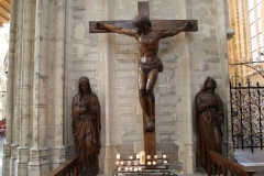 St.-Michielskathedraal-Kruisbeeld-met-Joannes-en-Maria