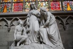 St.-Michielskathedraal-Mariabeeld-met-twee-mannen-1