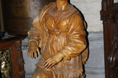 Sint-Truiden-H.Hartkerk-002-Houten-beeld-naast-altaar