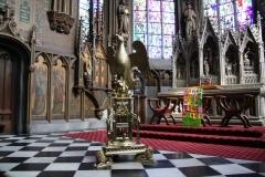 Sint-Truiden-H.Hartkerk-010-Gouden-vogel-en-altaar