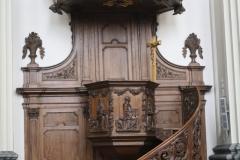 Sint-Truiden-Minderbroederskerk-007-Houten-preekstoel