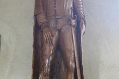 Sint-Truiden-Sint-Gangulfuskerk-016-Houten-beeld-ridder-met-zwaard