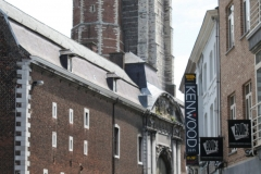 Sint-Truiden-110-Straatgezicht-met-Abdijtoren