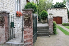 Eys-en-omgeving-083-Tuin-bij-Klein-klooster-van-harde-mergelsteen
