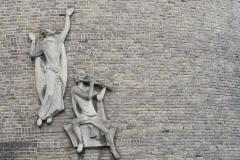 Wittem-Klooster-zijkant-sculptuur
