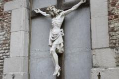 Sint-Truiden-001-Kruisbeeld-in-muur-in-Plankstraat