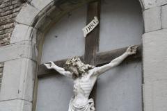 Sint-Truiden-002-Kruisbeeld-in-muur-in-Plankstraat-detail