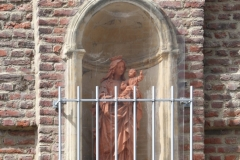 Sint-Truiden-153-Maria-en-kind-in-muurnis-in-Ridderstraat