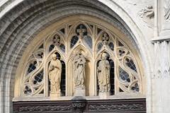 Sint-Truiden-310-Beelden-boven-kerkingang