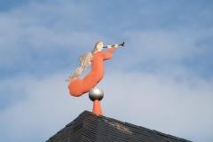 Sint-Truiden-313-Bazuinblazende-engel-op-dak