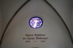Kitzbühel-048-Herdenkingsraam-oorlogsslachtoffers-WO-II