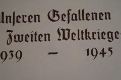 Kitzbühel-049-Herdenkingsraam-oorlogsslachtoffers-WO-II-info