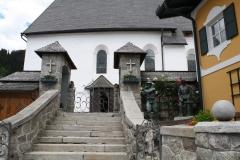Neukirchen-155-Opgang-naar-de-kerk-met-Oorlogsmonument-WO-II