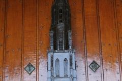 Delft-Sculptuur-toren-op-kerkdeur-Nieuwe-Kerk