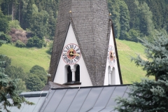 Bramberg-105-Kerk-met-uurwerk