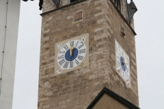 Kitzbühel-055-Katherinenkirche-Toren-met-uurwerk