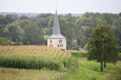 Simpelveld-102-Toren-van-Sint-Remigiuskerk-tussen-landerijen